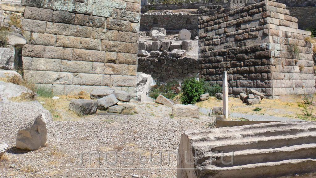 Руины Мавзолея Галакарнасе
